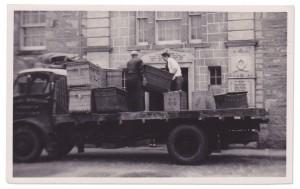 Kinloch Players unloading truck, 1950